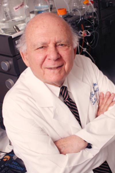 UT Southwestern Medical Center Professor Receives 2014 Rolf Luft Award for Research on Diabetes and Endocrinology
