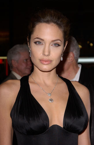 In Spite of Angelina Jolie Effect, Bilateral Mastectomy Doesn't Yield Better Breast Cancer Survival Rates