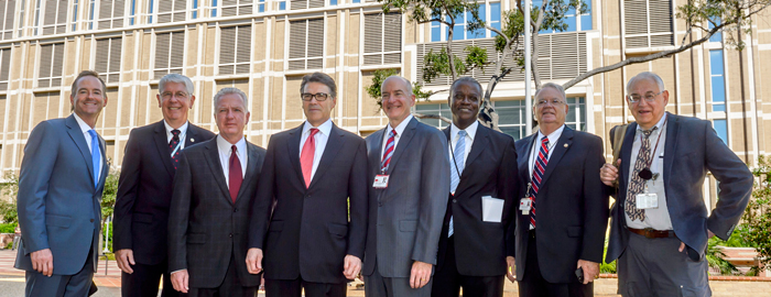 Gov. Perry Meets With Ebola Task Force on Visit to UTMB's Galveston Lab