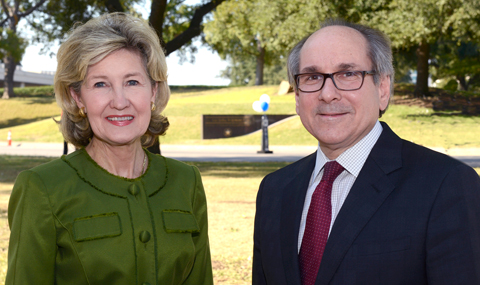 UT Southwestern Honors Senator Hutchison's Support For Research